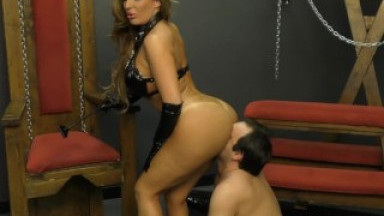 Mistress Richelle Ryan Makes Her Slave Worship Her BIG ASS - Femdom