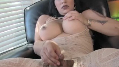 Roundass curvy tgirl sensually tugging solo