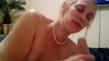 Cock Sucking Amateur Blonde Milf Deepthroats Cock - taraa.xyz/2GdI