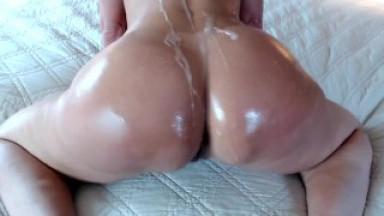 Oiled Cum Shot Twerking Booty Tease on PAWG Milf Jess Ryan